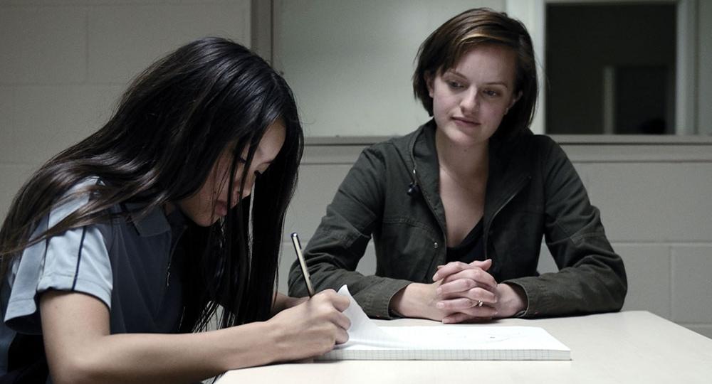 Detective Robin Griffin (Elisabeth Moss) interviews Tui Mitcham (Jacqueline Joe)